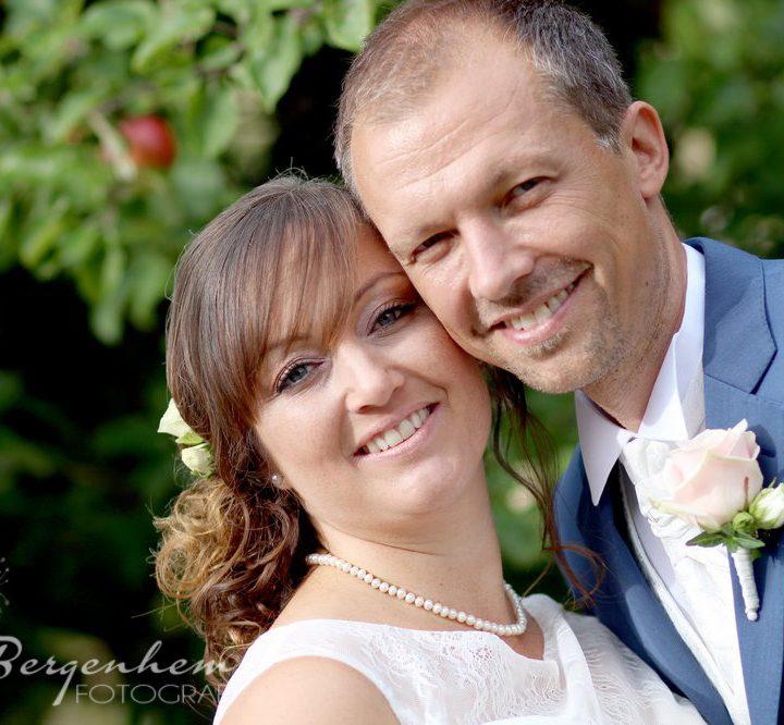 Solig bröllopsdag för Lisa och Christian